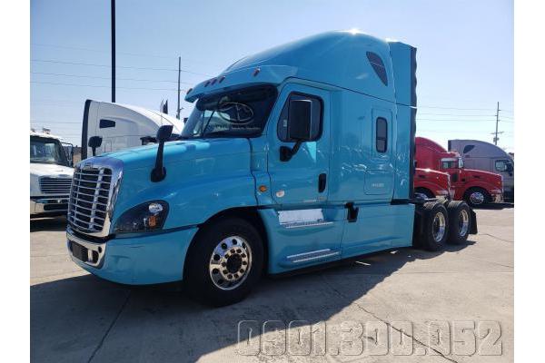 Đầu kéo Mỹ Cascadia Freightliner 2015 đã qua sử dụng máy Detroit (Blue)