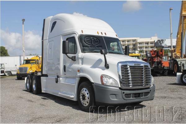 Đầu kéo Mỹ 1 Cam ISX Freightliner Cascadia Nóc Cao 2015