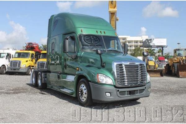 Xe đầu kéo Container Freightliner Cascadia Máy Detroit Evolution 2015